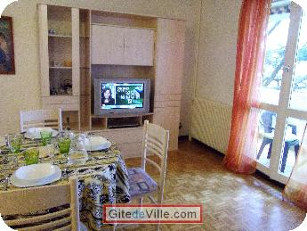 Self Catering Vacation Rental Oullins 5
