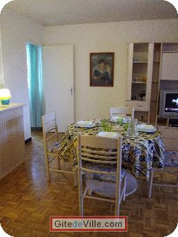 Self Catering Vacation Rental Oullins 9